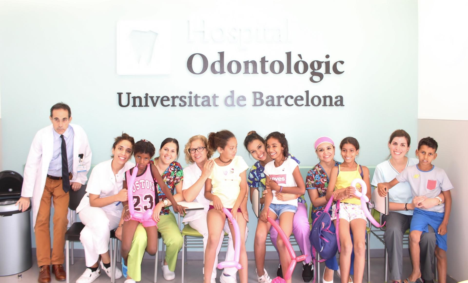 Infants saharauis reben visita odontològica gratuïta, un any més, a l'Hospital Odontològic UB